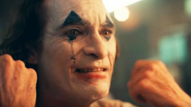 Joaquin-Phoenix-Joker-half-smile